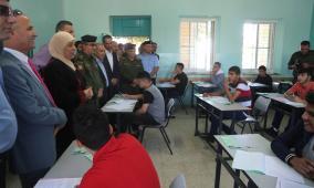 غنام تتفقد قاعات  امتحان التوجيهي في مدرسة ذكور  رام الله الثانوية