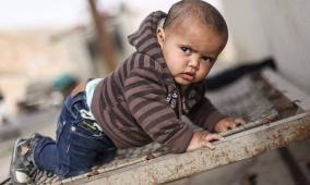 مرارة التهجير في مقلتي البدوي الصغير