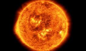 الأرض تنجو من انفجار مغناطيسي هائل على سطح الشمس