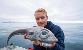 """نرويجي يصطاد """"السمكة الديناصور"""""""