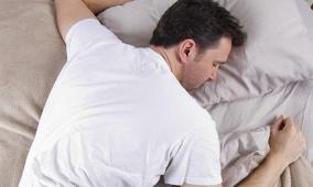 لهذه الأسباب تجنب الاستلقاء على بطنك