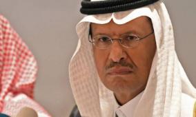 أمير سعودي يوبخ صحفيا بريطانيا امام الكاميرات