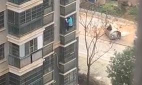 مسنّة صينية تتغلّب على حجر صحي إجباري وتهرب من نافذة منزلها
