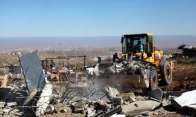 قوات الاحتلال تهدم بركسا وخيمة شرق بيت لحم