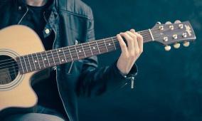 موسيقيون بريطانيون يعانون من الفقر بسبب كورونا