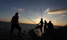 صيادون إندونيسيون ينقذون مسنا ظل عالقا في البحر 6 أيام دون طعام أو شراب
