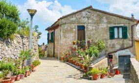 قرية إيطالية تدفع 40 ألف استرليني للعيش فيها