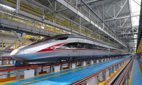 """الصين تكشف عن """"قطار طلقة"""" الذي يعمل في مناخات شديدة البرودة"""