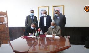 وزارة الأشغال توقع اتفاقيات تأهيل طرق في الخليل ورام الله