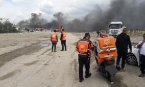 إصابة عاملين بحالة خطيرة إثر انفجار في مصنع قرب اللد