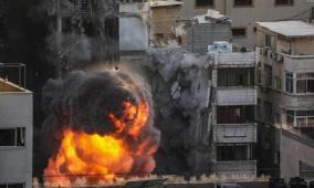 بالفيديو.. طائرات الاحتلال تدمر برج الجلاء وسط مدينة غزة