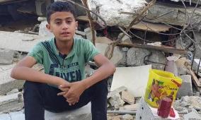 الطفل محمد.. قُصف منزله مرتين وبقيت الورود تروي ذاكرة المكان