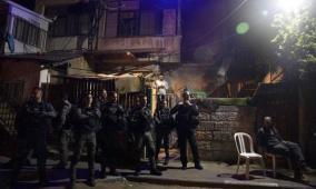 شاهد: الاحتلال ومستوطنيه يعتدون على أهالي الشيخ جراح