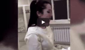 شاب يخبئ خاتمًا في معدته ليخطب حبيبته الممرضة
