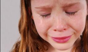 """دراسة: ربع الفتيات في سن 14 عاما """"تظهر عليهن أعراض الاكتئاب"""""""