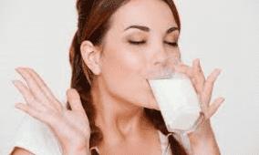 أطعمة احذر تناولها على الريق.. منها الحليب