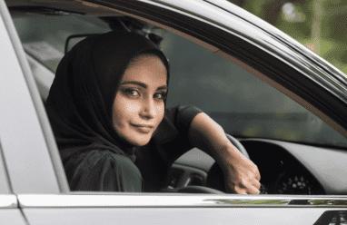 السعودية ترفع حظر القيادة على النساء اعتبارا من الاحد