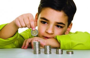 كيف ندرب الطفل على إدارة أمواله؟