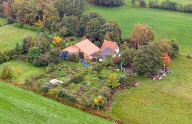 هولندي يحتجز عائلته في مزرعة معزولة بانتظار نهاية العالم !