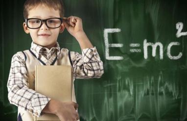 """""""طفل معجزة"""" ولد قبل أوانه ويسجل معدل ذكاء يضاهي أينشتاين"""