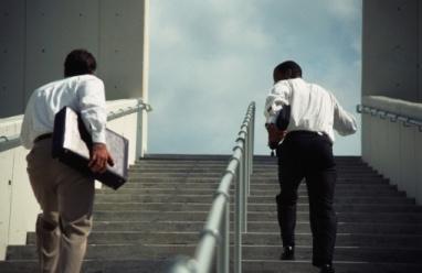 صعود الدرج أقوى من تأثير القهوة