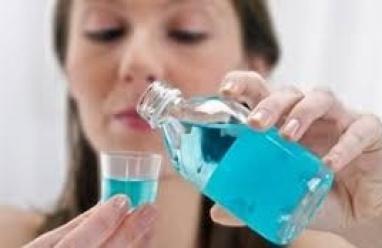كيف تختار غسول الفم المناسب لانحسار اللثة؟