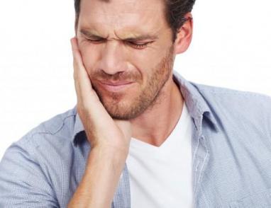 مسكن ألم عصب الأسنان: أدوية ووصفات طبيعية