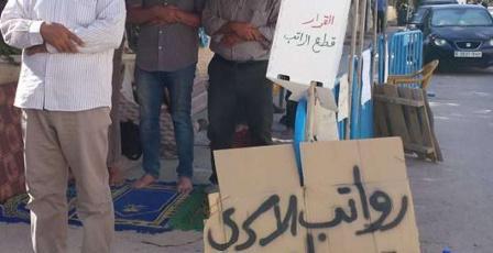 الاسرى يعلقون إضرابهم بعد وعود من الرئيس بصرف رواتبهم