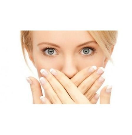 للتخلص من رائحة الفم الكريهة.. تجنب هذه الأطعمة