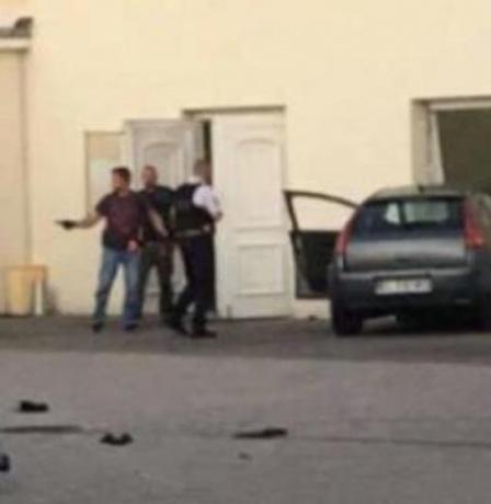 توقيف رجل  إثر اقتحامه بسيارته مسجدا في فرنسا