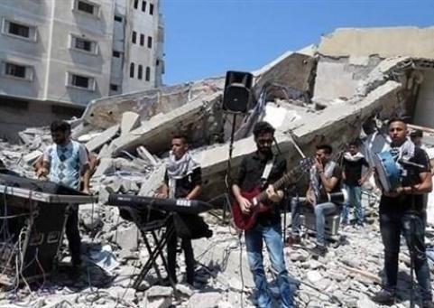 غزة: فنانون فلسطينيون يعزفون على أنقاض مبنى ثقافي قصفته إسرائيل