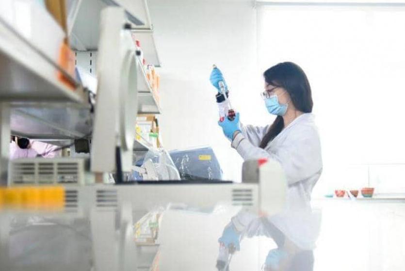 العلماء يسابقون الزمن لتطوير لقاح ضد كورونا
